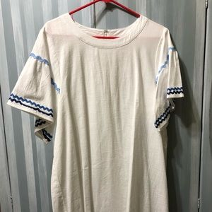 Dress with short bell sleeves